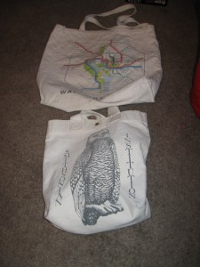 Momcat, bags, reusable shopping bags, library, books, shopping