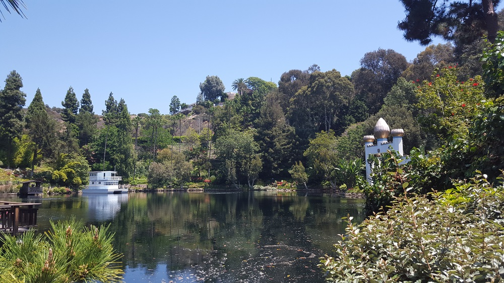 Lake Shrine Gardens, Lake Shrine, Self-Realization Fellowship, Yogananda, SRF, girl with moxie