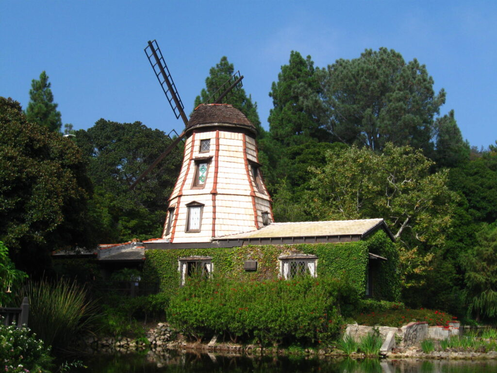 Lake Shrine Windmill Chapel, Lake Shrine Chapel, Lake Shrine Gardens, Lake Shrine, Self-Realization Fellowship, Yogananda, SRF, girl with moxie